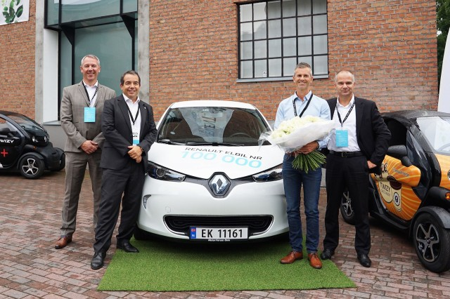 The 100,000th Renault electric car is delivered in Norway