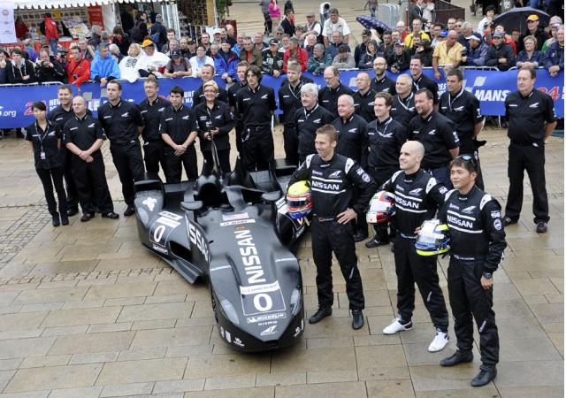 The full Nissan DeltaWing team - Anne Proffit photo