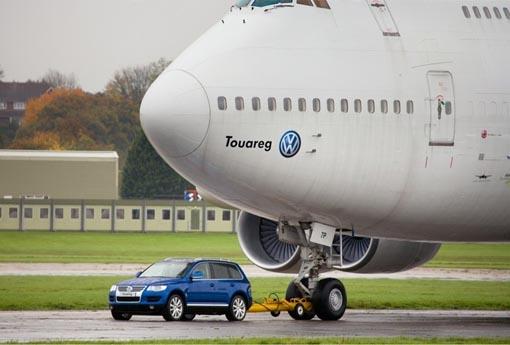 Touareg TDI tugs a Boeing 747