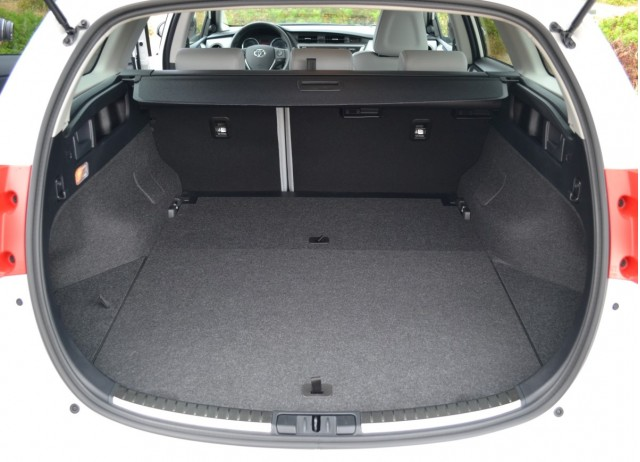 toyota auris hybrid wagon are you missing out on europe 39 s prius v alternative page 2. Black Bedroom Furniture Sets. Home Design Ideas