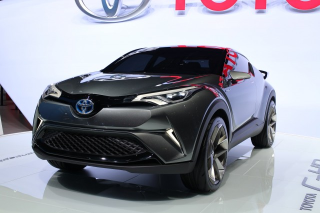 Toyota C Hr Small Suv To Offer Hybrid Production Debut At