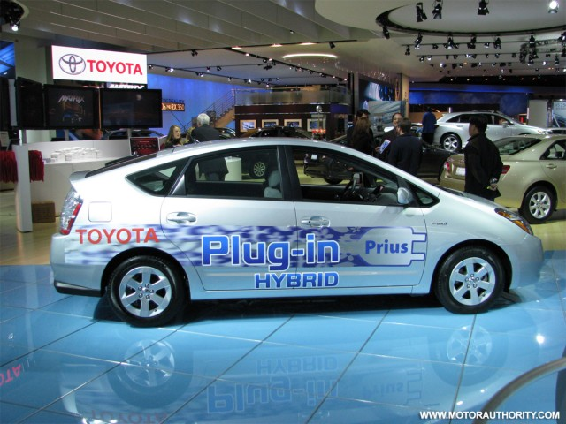 toyota plug in hybrid prius live 05