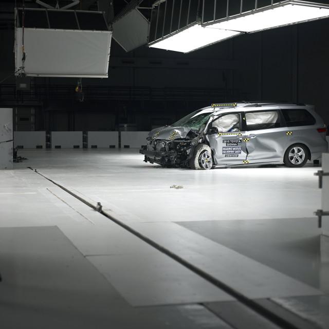 Toyota Sienna in IIHS crash testing