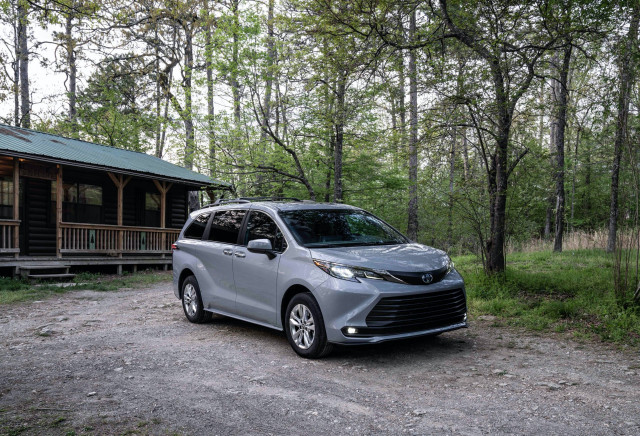 2022 Toyota Sienna Woodland narrows gap between minivan and SUV