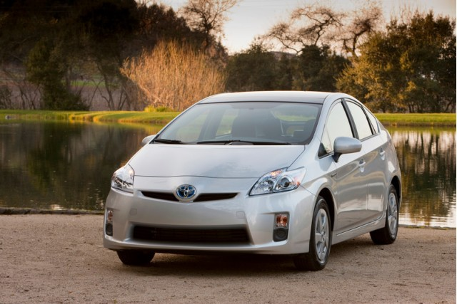 Toyota Prius recall in 2014 failed to fix problem, lawsuit ...