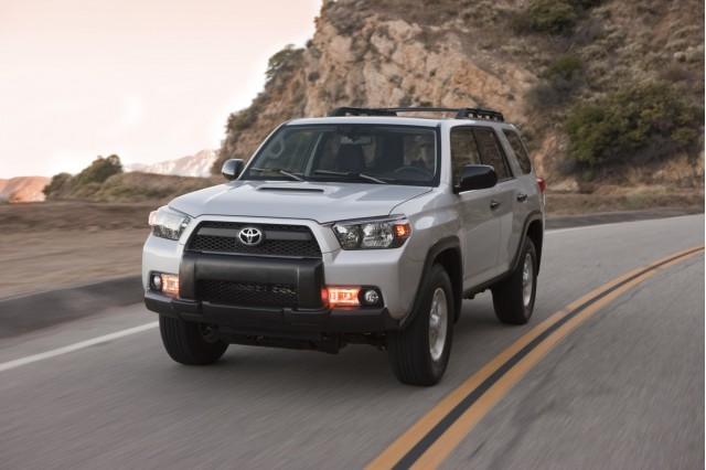 consumer reports 2011 jeep grand cherokee tops toyota 4runner. Black Bedroom Furniture Sets. Home Design Ideas