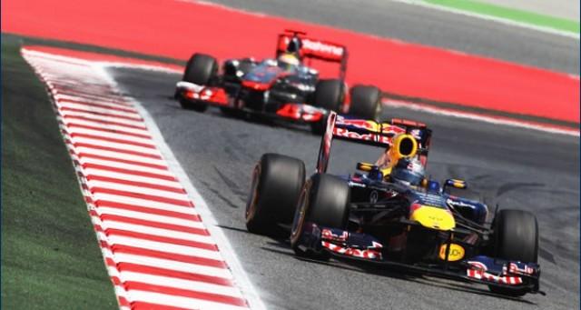 Vettel barely ahead of Hamilon at 2011 Spanish Grand Prix