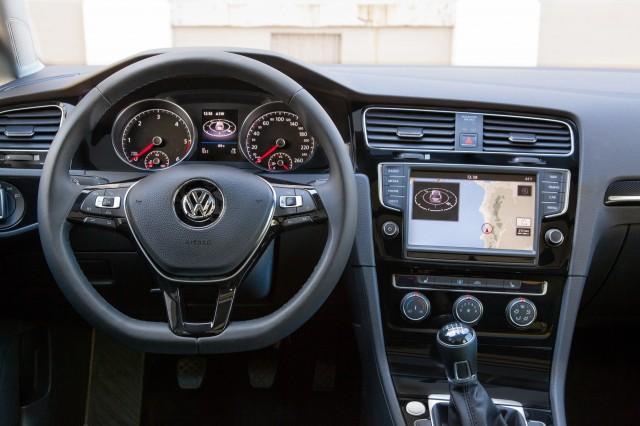 Volkswagen Golf Sportwagen Concept 2017 New York Auto Show