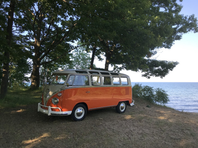 1967 VW Type 2 Microbus 21-Window DeLuxe Samba Bus