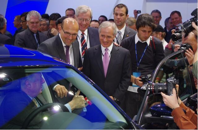 VW sales chief Klaus Klingler and Senator Bob Korker
