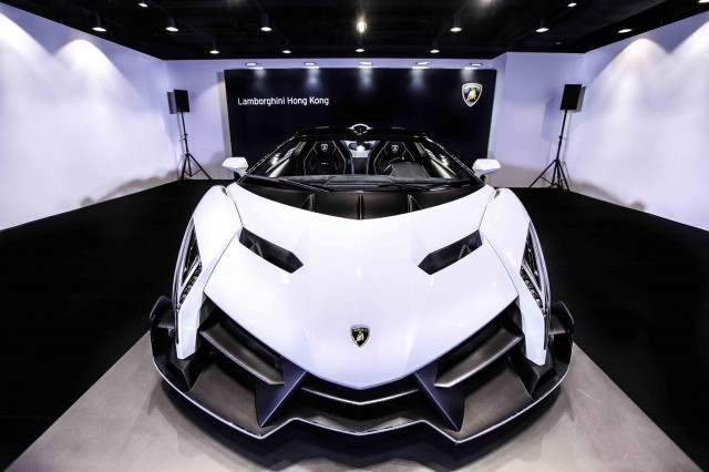 White Veneno Roadster delivered to Lamborghini Hong Kong