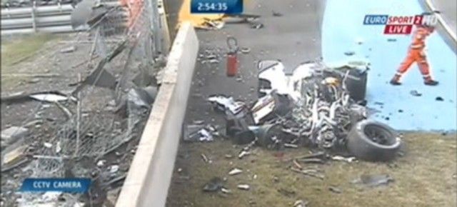 Wreckage of Audi R18 e-tron quattro at 2014 24 Hours of Le Mans (Image via Eurosport 2)