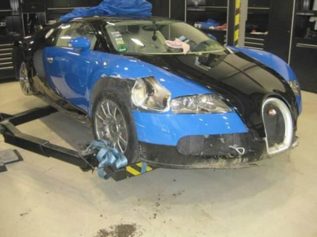 Wrecked 2008 Bugatti Veyron up for auction