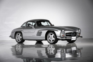 1955 Mercedes-Benz 300SL AMG with right-hand drive - Image via Best Heritage Auction