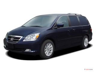 2005 Honda Odyssey TOURING AT Angular Front Exterior View