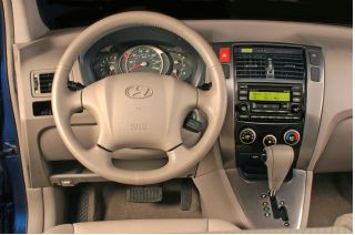 2005 hyundai tucson review ratings specs prices and photos the car connection. Black Bedroom Furniture Sets. Home Design Ideas