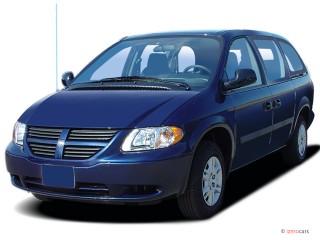 2006 Dodge Grand Caravan 4-door SE Angular Front Exterior View