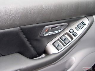 2006 Subaru Baja 4-door Sport Manual Door Controls