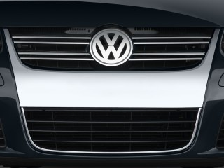 2009 Volkswagen Jetta Sedan 4-door Auto S Grille