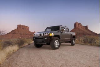 2010 HUMMER H3T Photo