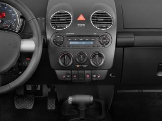 2010 Volkswagen New Beetle Coupe 2-door Man Instrument Panel
