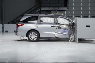 2018 Honda Odyssey in IIHS crash test