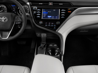 2018 Toyota Camry SE Auto (Natl) Instrument Panel