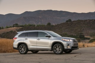 2018 Toyota Highlander Review Ratings Specs Prices And Photos The Car Connection