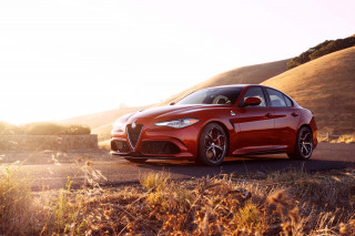 2019 Alfa Romeo Giulia Photos