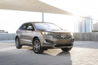 2019 Ford Edge vs. 2019 Nissan Murano: Compare Cars