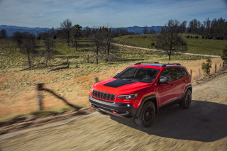 2019 Jeep Cherokee makeover reveals prettier face, turbocharged power