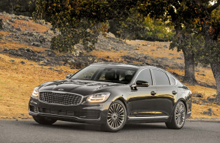 2019 Kia K900 coddles buyers for $60,895