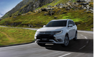 2019 Mitsubishi Outlander PHEV (European model), to debut at 2018 Geneva auto show