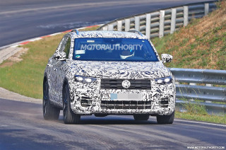 2019 Volkswagen T-Roc R spy shots and video