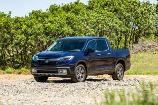 Review update: 2020 Honda Ridgeline pickup is stuck in the middle