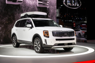 2020 Kia Telluride debuts: Finally in the big crossover SUV game