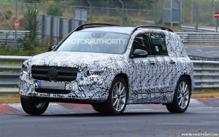 2020 Mercedes-Benz GLB spy shots and video