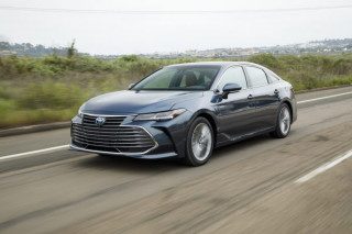 2020 Toyota Avalon Hybrid in Limited trim