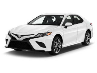2020 Toyota Camry SE Auto (Natl) Angular Front Exterior View