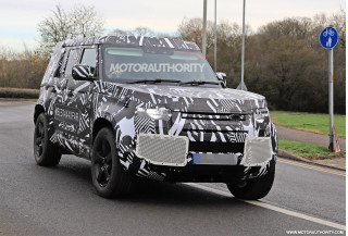 2021 Land Rover Defender spy shots
