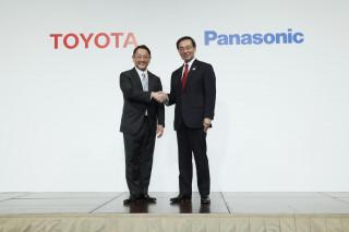 Akio Toyoda, President, Toyota and Kazuhiro Tsuga, President, Panasonic