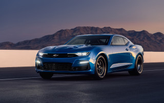 Chevy eCOPO Camaro hints at 800-volt charging