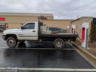 Dodge flatbed blocking a Tesla Supercharger in Tennessee, fake charging [CREDIT: freckletan, Reddit]