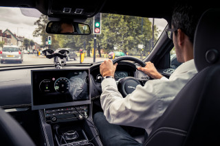 Future Jaguar-Land Rover vehicles will communicate with traffic lights