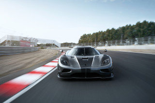 Spurred by Tesla, Koenigsegg aiming for 250 mph in 14 seconds