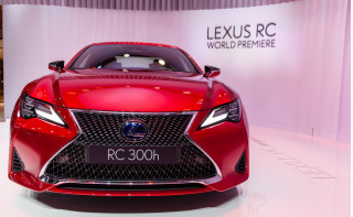 2019 Lexus RC debuts in Paris with sharper look