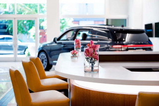 Lincoln boutiques and dealerships