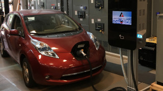 New fast charger is more efficient, smaller, and half the cost