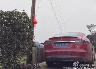 Tesla Model S charging from public electric network, Sichuan Province, China [photo: Car News China]